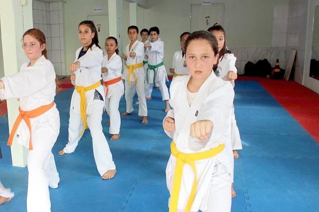 b190d56d6b Projeto Araquari Campeã - Escolinhas de esporte começam na segunda ...